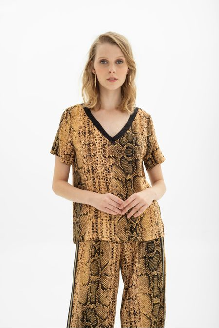 Blusa decote V animal print